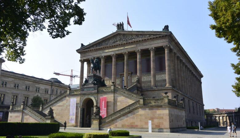 Vot 44 interesnykh faktov o Germanii, okhvatyvayushchikh yeye istoriyu, geografiyu, izvestnykh lyudey, yedu, kul'turu, ekonomiku, izvestnyye pamyatniki i mnogoye drugoye.